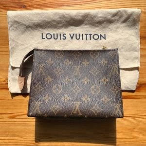 Louis Vuitton Toiletry Pouch 19 Monogram